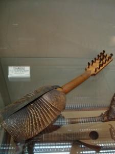 Charango hecho de armadillo. Fuente: Wikimedia